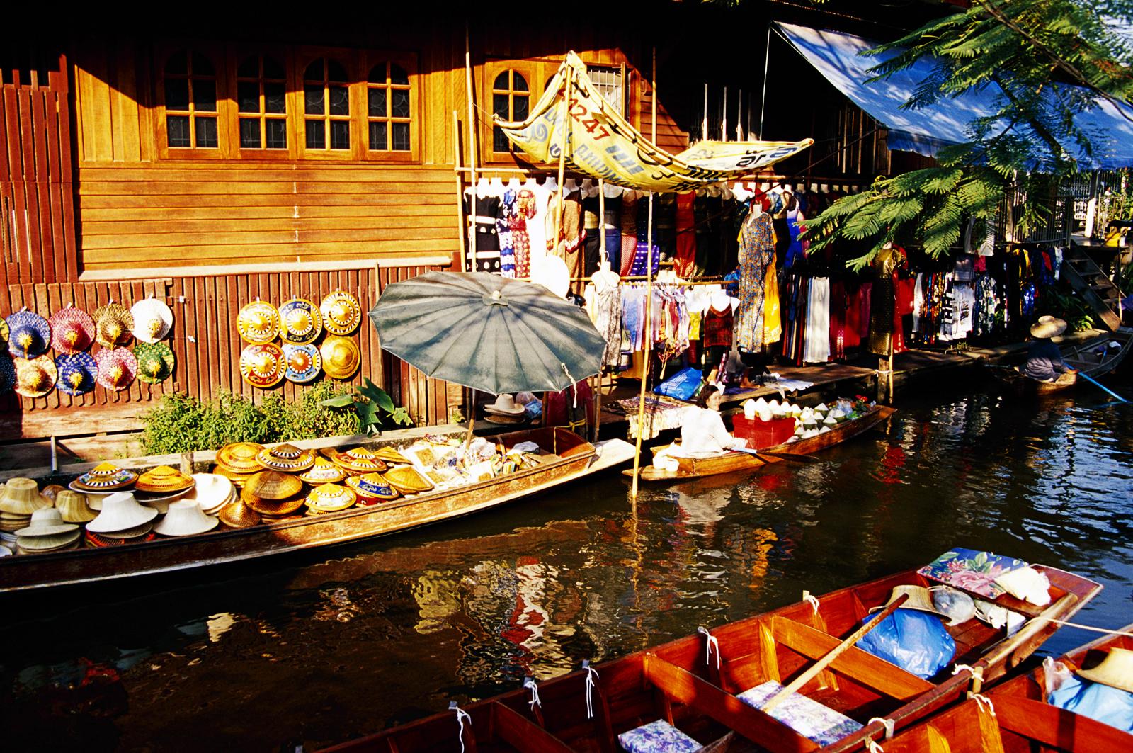 http://4.bp.blogspot.com/-BKS8rtp-xdE/UBsme8OAbYI/AAAAAAAADV8/GGwB5p4Mwd4/s1600/Thailand_Bangkok_Culturel_Staff_Local_Market_HD_Wallpaper-Vvallpaper.Net.jpg