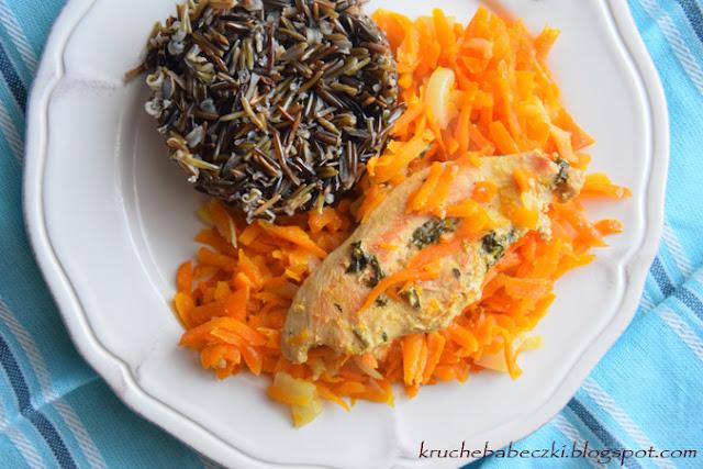 Kurczak z marchewką i ryżem dzikim