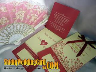http://www.shidiqweddingcard.com/2016/01/paket-undangan-eak-marun-dan-souvenir.html
