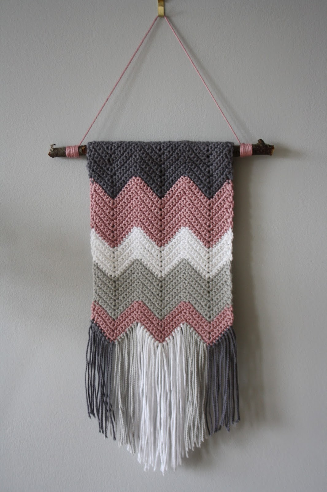 Tales from a happy house.: A Crocheted Zigzag Wall Hanging
