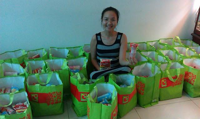 Gói quà cho các em khoa bỏng BV NHi Đồng 2