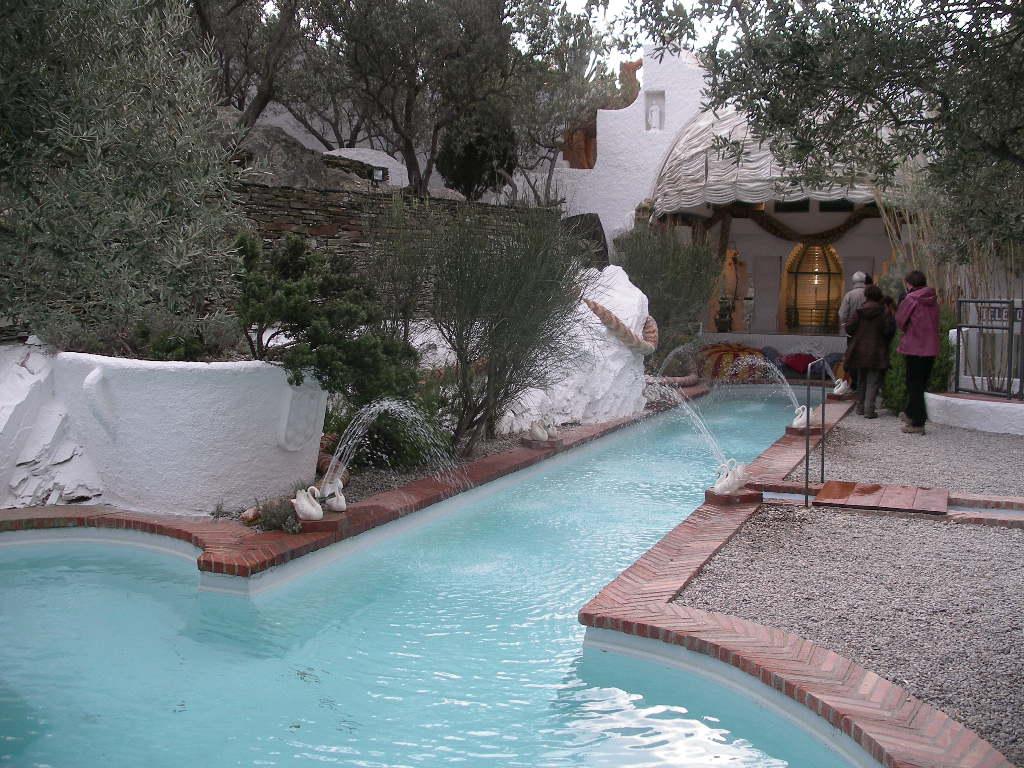 Villa avec piscine privee sur la costa brava for Cadaques location maison piscine