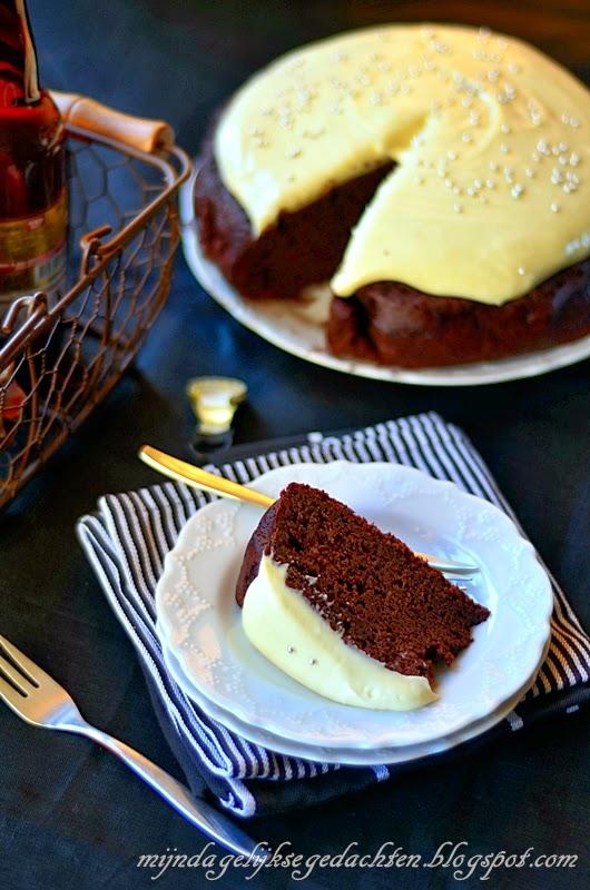 chocolate stout cake with white chocolate stout frosting / шоколадно-пивной торт с кремом из белого шоколада на пиве