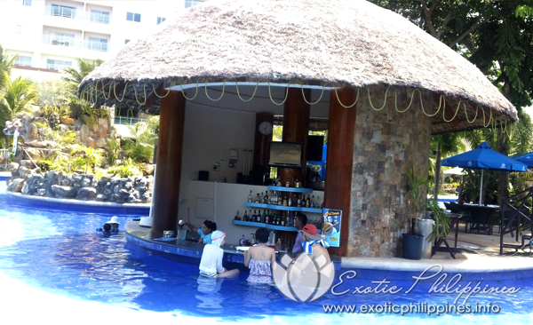 Jpark Island Resort and Waterpark pool bar