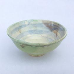 薄むらさきの刷毛目 茶碗