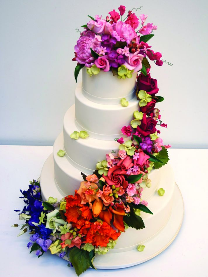 Bridal Fashion Show Wedding Cake With Flowers