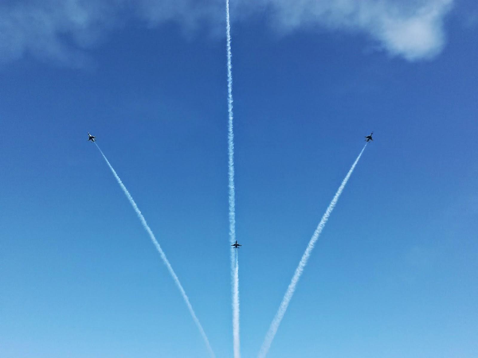 United States Air Force Thunderbirds Bomb Burst Maneuver
