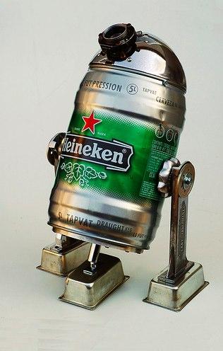 RD-D2 con materiales reciclados - Lata de cerveza