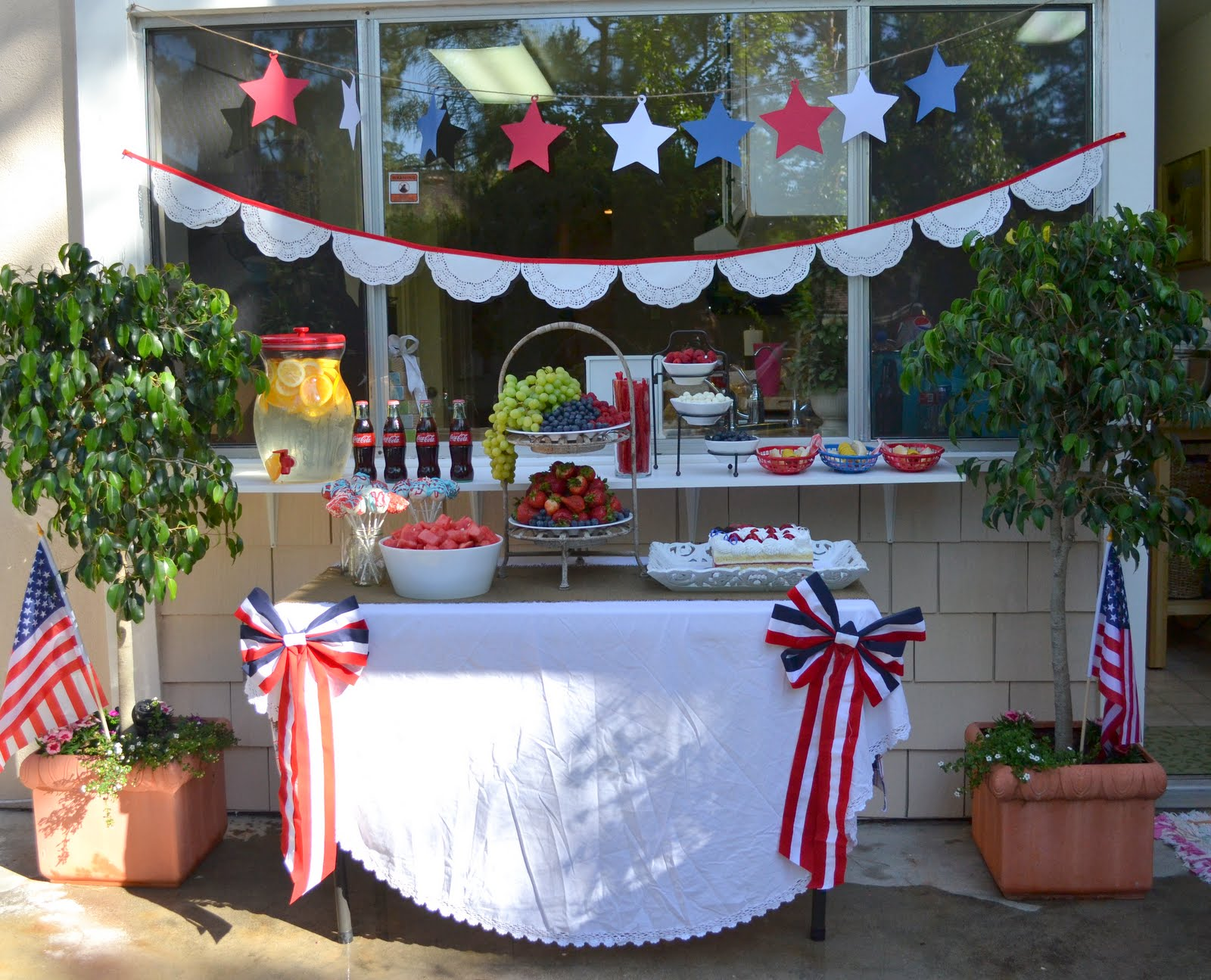 Fourth of july backyard party celebrate little miss momma for Backyard party decoration ideas for adults