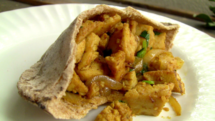 The Full Time Wife: Curry Chicken Pita...For One...Fast!