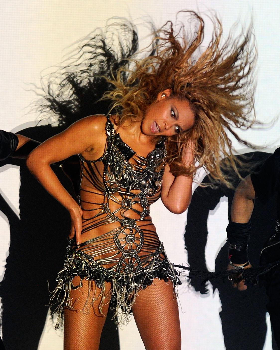 http://4.bp.blogspot.com/-BMT3wPSNYns/TdrUu6cK4SI/AAAAAAAAAlU/_9iBvNzaLrk/s1600/Beyonce_billboardawards.jpg