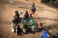 Misteriosa doença Zumbi afeta crianças de Uganda na África