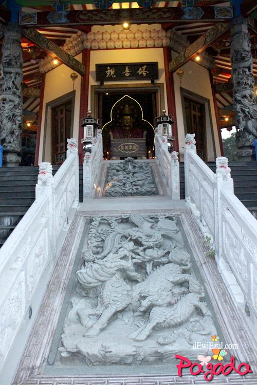 ukiran di pagoda semarang