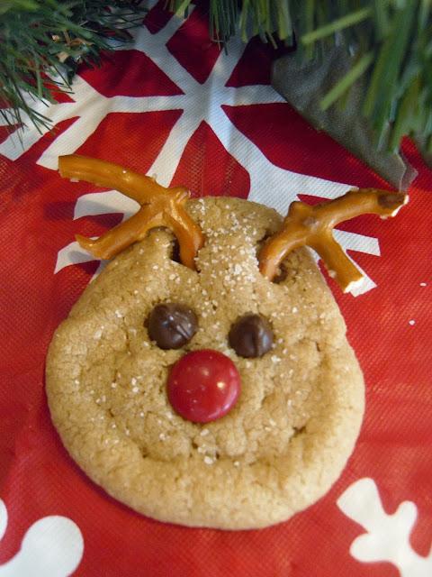 http://hollyshome-hollyshome.blogspot.com/2011/12/super-easy-reindeer-peanut-butter.html