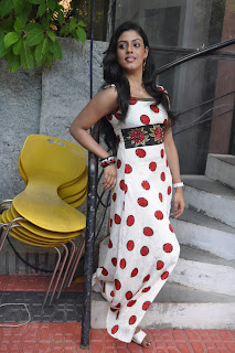 Iniya At Mouna Guru Press Meet %2811%29.jpg