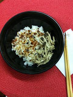 cogumelo shimeji, arroz, arroz desidratado, peixe, gastronomia japonesa, culinária japonesa, okome, furikake,