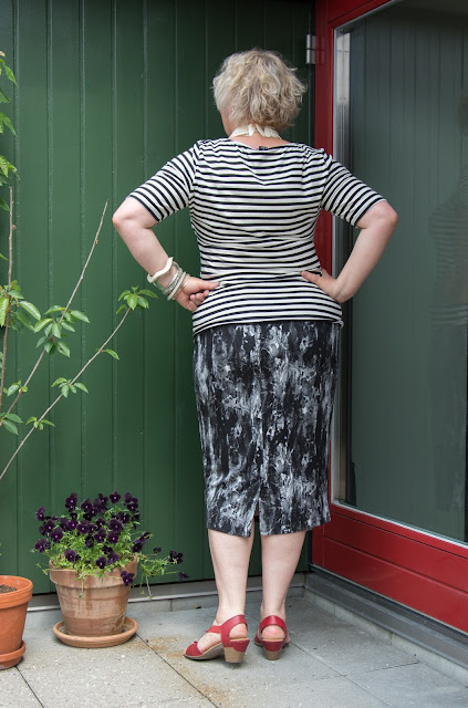 Kaffesoester in jersey outfit seen from behind