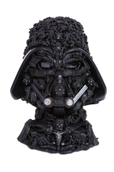 Freya Jobbins esculturas de bonecos reciclados plástico brinquedos Darth Vader