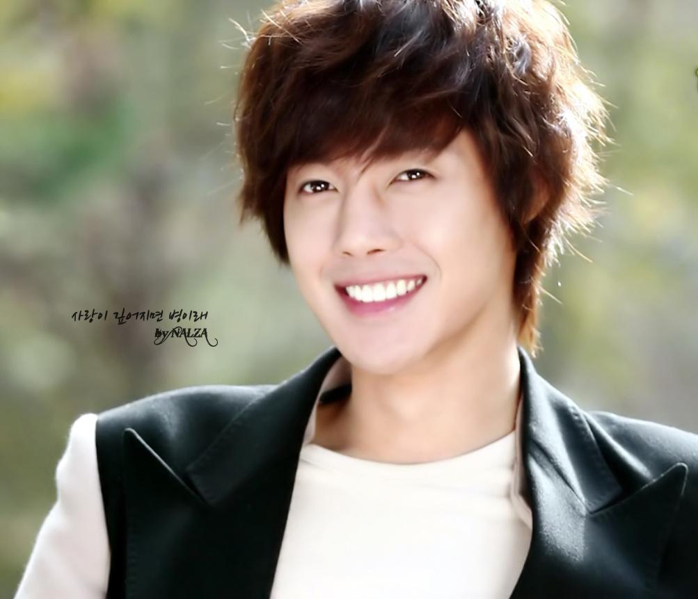 berikut ini adalah foto Kim Hyun Joong atau gambar Kim Hyun Joong