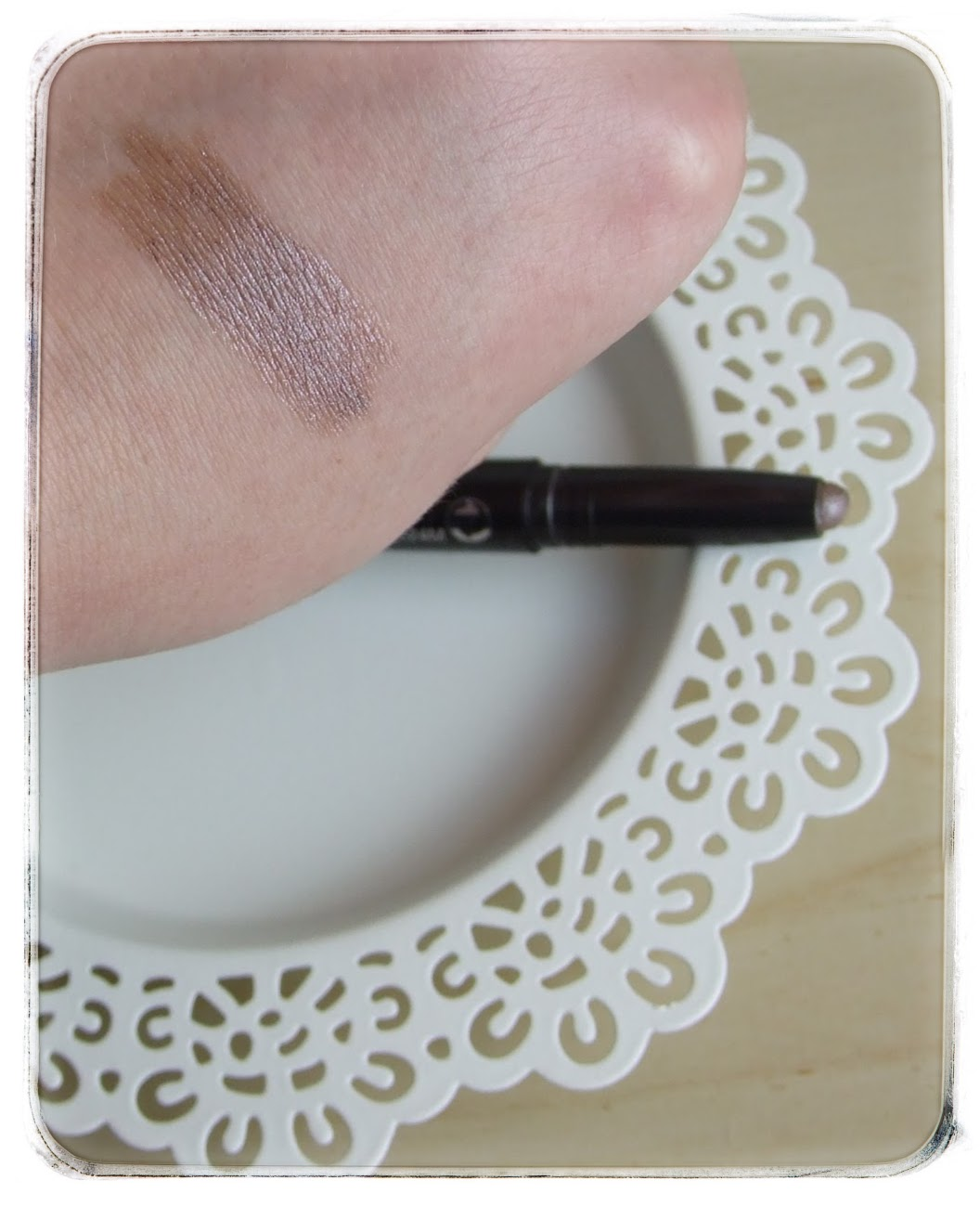 Boots NO7 shade & define Eyeshadow stick Cool Mink swatches