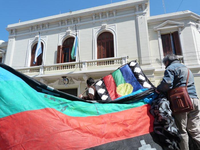 Marcha Mapuche en Viedma Capital el 11 de Octubre de 2011 pi huinca