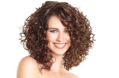 el pelo rizado tiene un encanto especial da mucha y a la gente le encanta adems si lo llevas largo permite todo tipo de recogidos