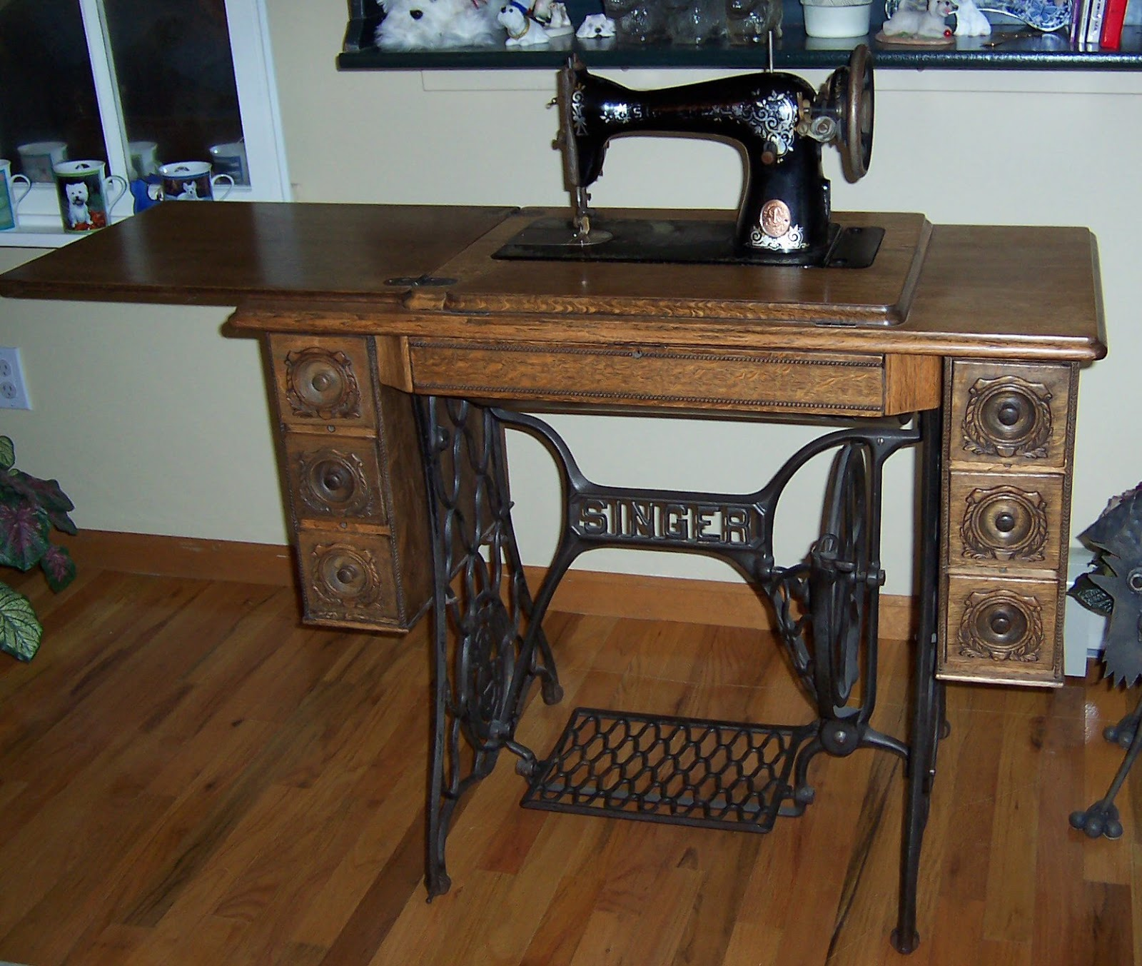 Antique Singer Sewing Machine - Model No. 15