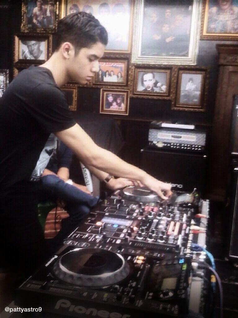 Foto Al Ghazali Nge-DJ