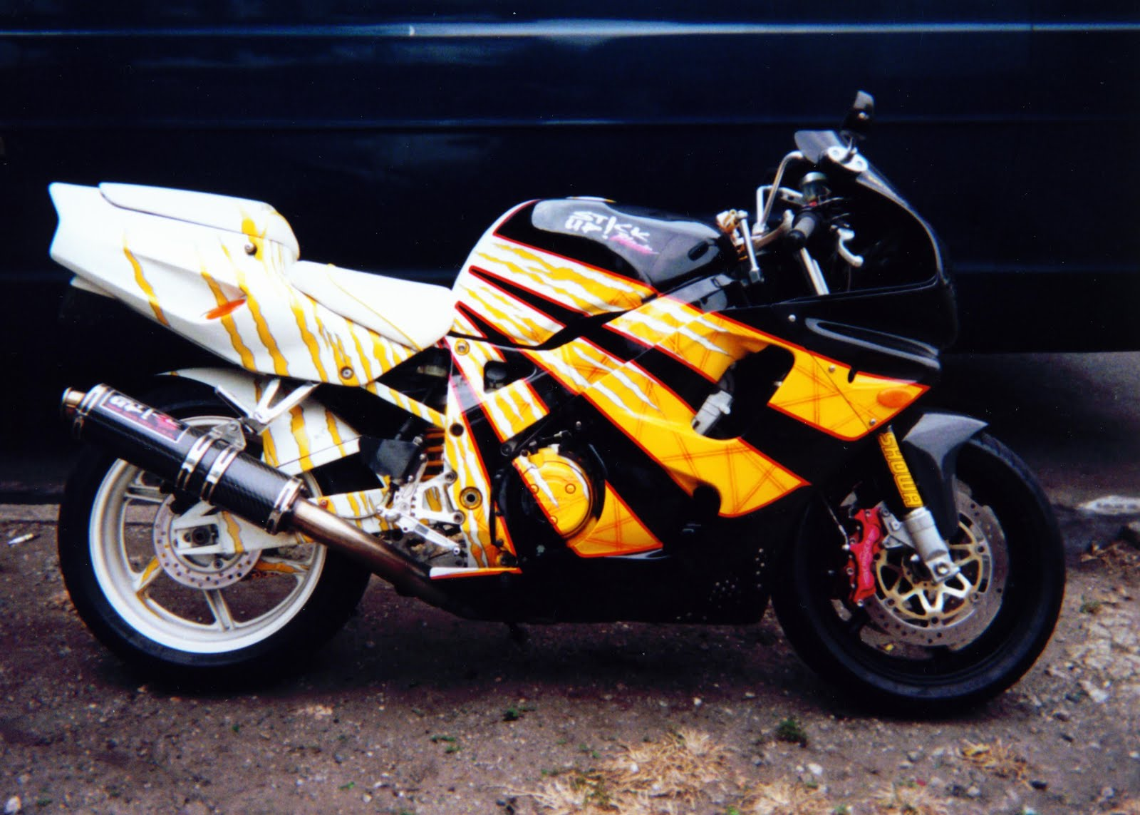 Yellow-Black CBR HONDA