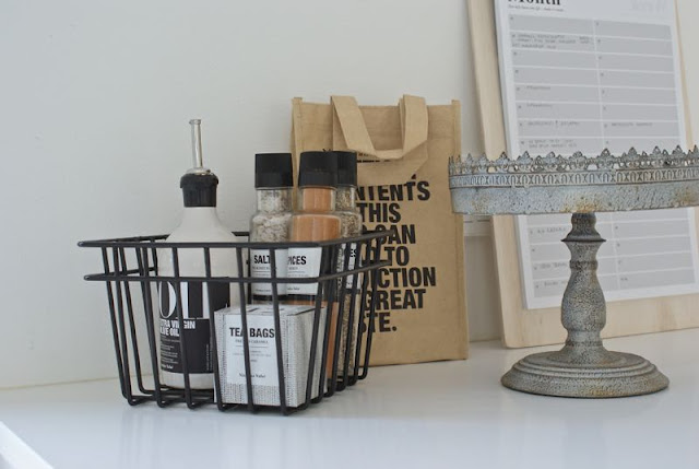 nicolas vahe, mausteet, moderni keittiö,valkoinen, house doctor