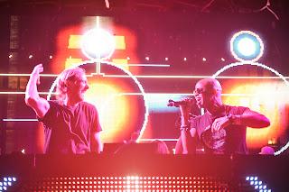 Durante la actuación de David Guetta, Chris Willis subió al escenario a canta 'love is gone'