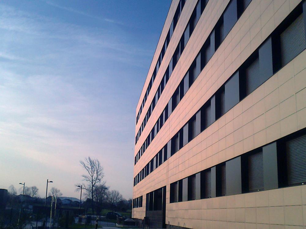 Bau estudio arquitectos fachada de edificio en oviedo en - Arquitectos en oviedo ...