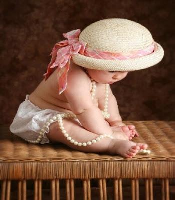 model d'un bébé inquiet et pensif