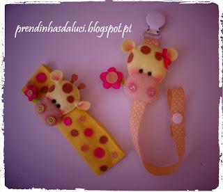 bandolete e pendente de chupeta com girafinha fofinha em feltro
