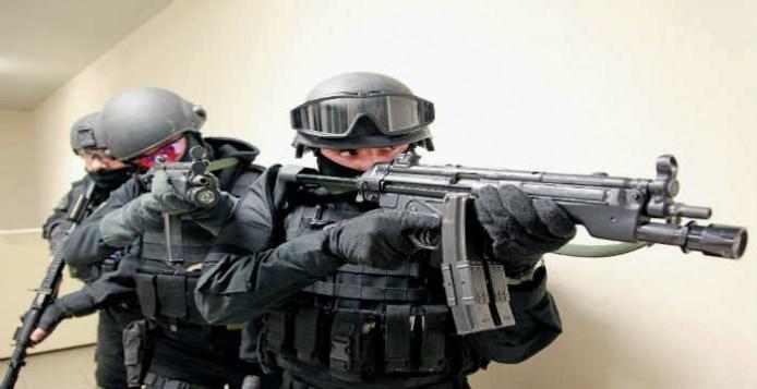 Έχουν τους πιο βαριά οπλισμένους αστυνομικούς στα σπίτια κομμουνιστοσυμμοριτών και  μελών της κυβέρνησης και κομματικά γραφεία