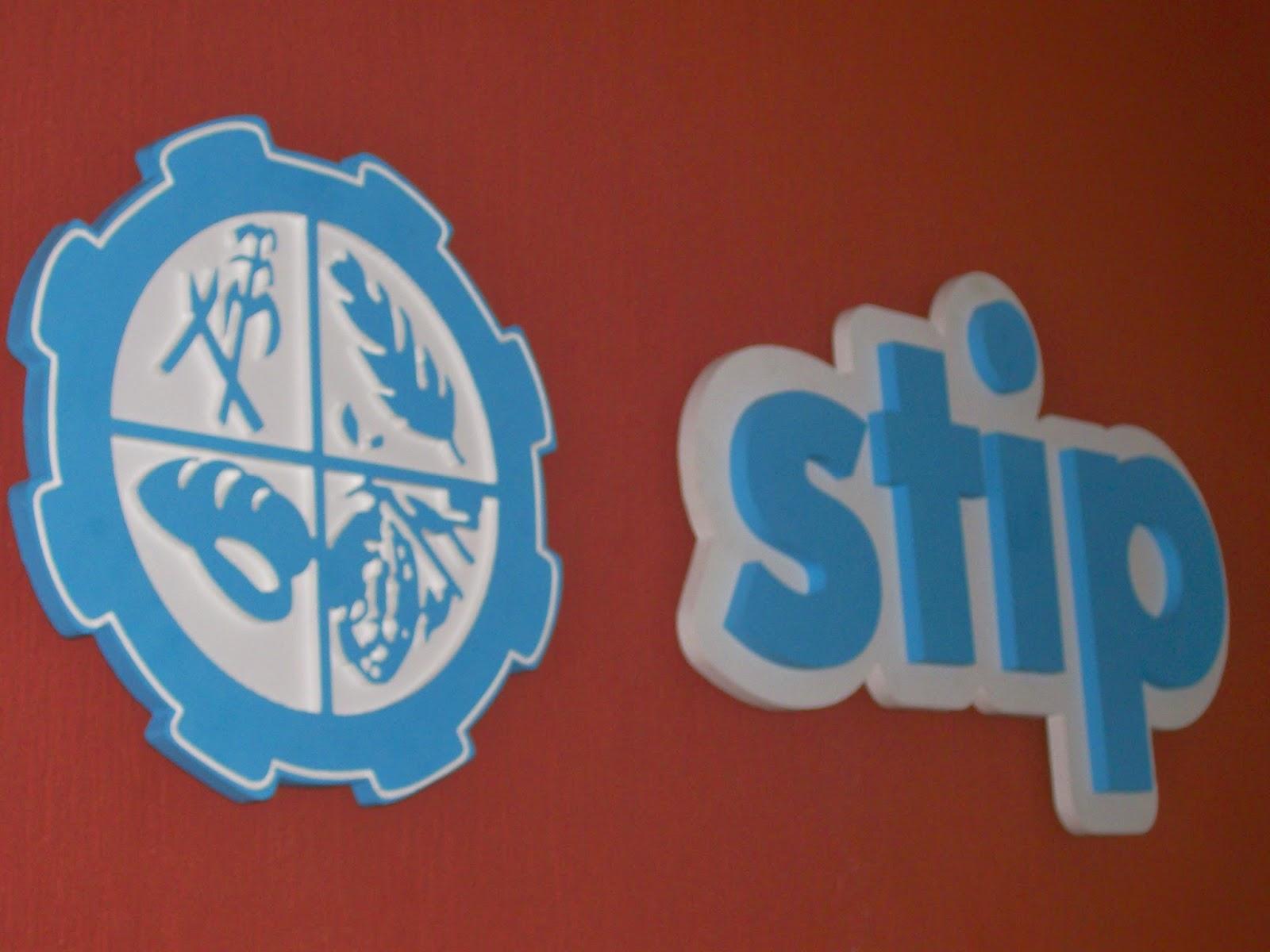 placa com o logotipo