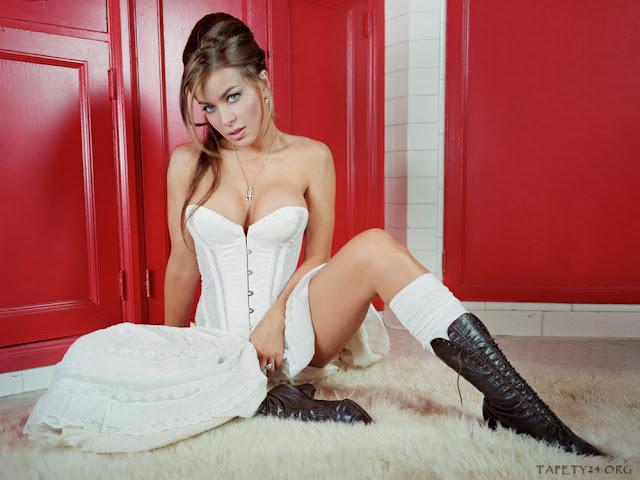 Carmen-Electra-picture