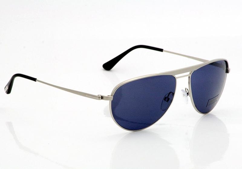 798f8b61078c1 Guia completo dos últimos óculos de James Bond