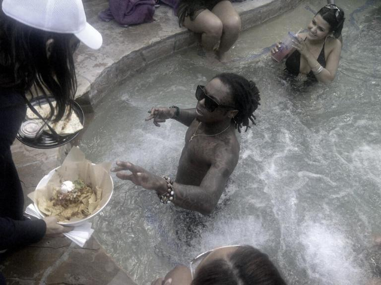 Foto do Lil Wayne na piscina