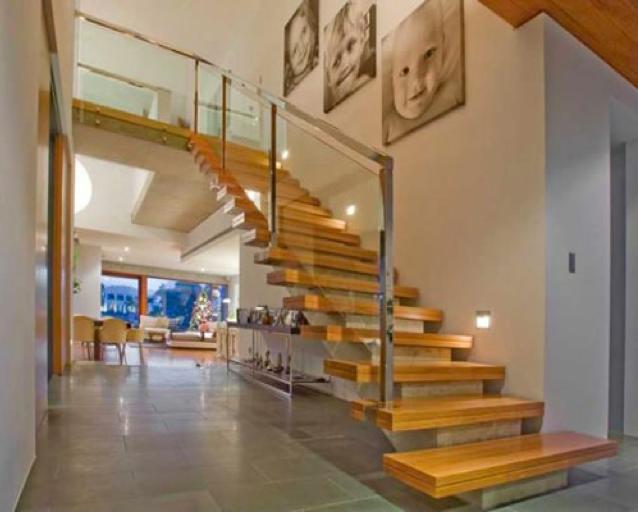 Construindo minha casa clean 30 salas decoradas com - Modelos de escaleras para casas pequenas ...