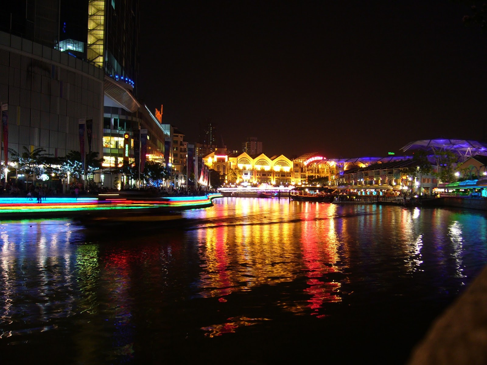 http://4.bp.blogspot.com/-BP120sXxXD0/UPvSdeCpx6I/AAAAAAAAHts/Lg9894Hfk_s/s1600/Clarke+quay+night+skyline+hd+wallpaper.jpg