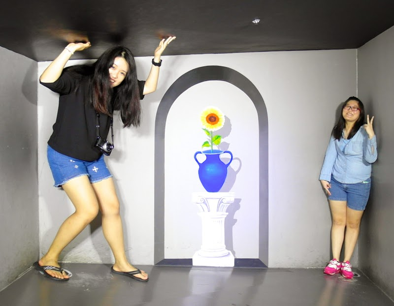 Ewha University Summer Studies Travel Seoul trick eye museum hongdae lunarrive blog singapore