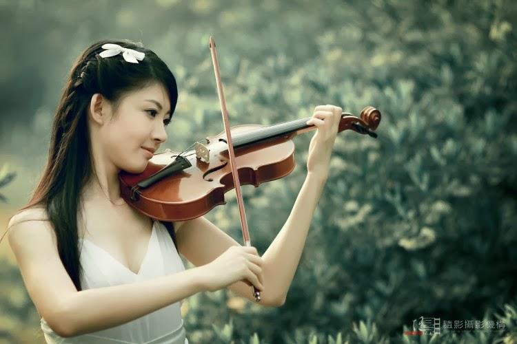 绿野女孩素材 (lǜ yě nǚ hái sù cái) - Green wild girl literature