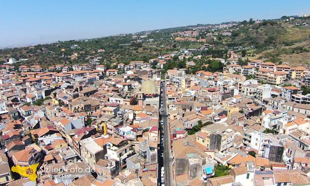 Luftaufnahme der Ortschaft Aci Castello