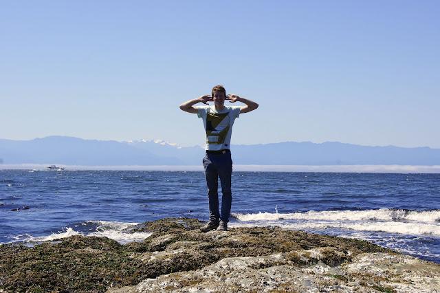 roman zech hört dem Pazifik zu