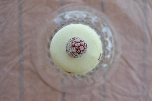 mes macarons au chocolat blanc et aux framboises