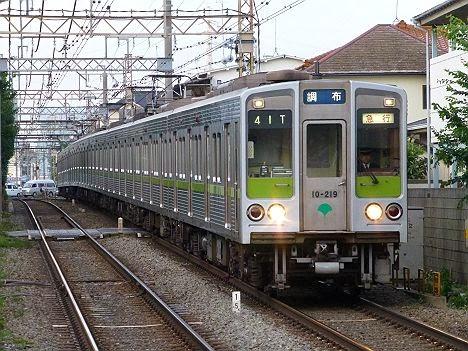 京王電鉄 急行 調布行き 都営10-000形新幕210F