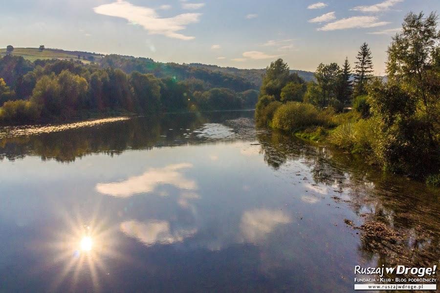 Zachodzące słońce nad rzeką San