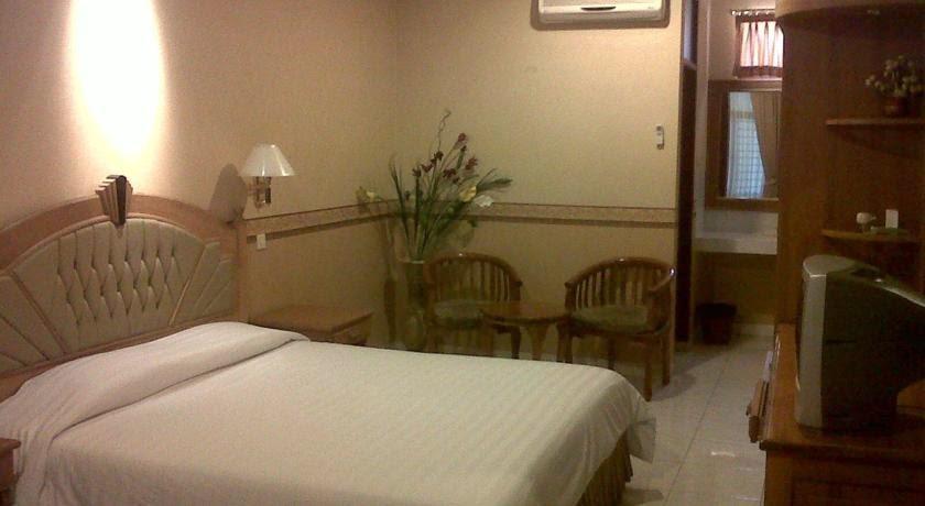 Ketika Anda Mencari Penginapan Yang Nyaman Di Madiun Jadikanlah Hotel Merdeka Rumah Berlibur Lokasi Jl Pahlawan 42