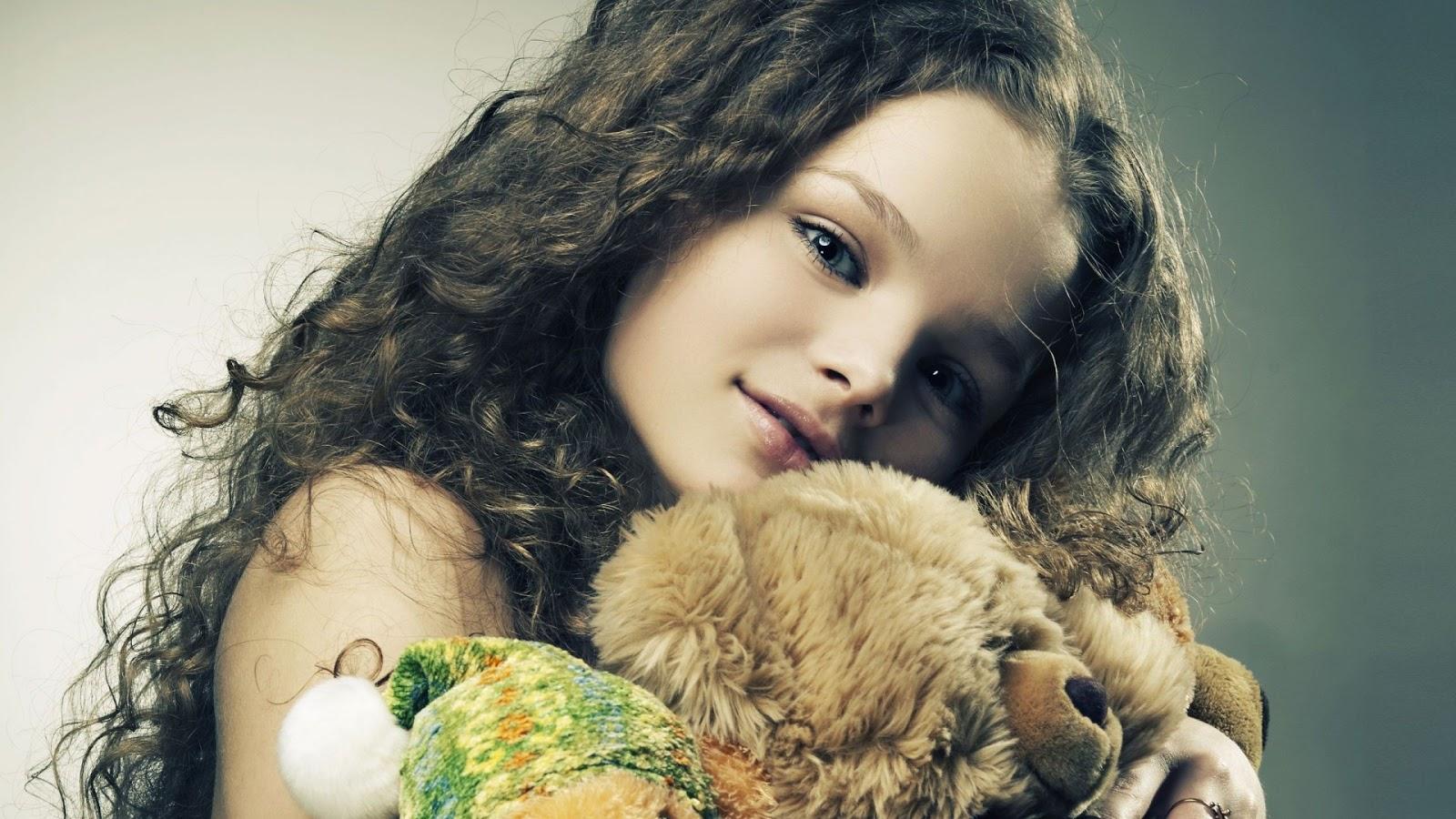 Cute Little Girl Hugging Teddy Bear HD Wallpaper | Cute ...